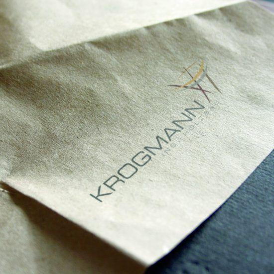 Krogmann-Holzbau_Logo_Mockup